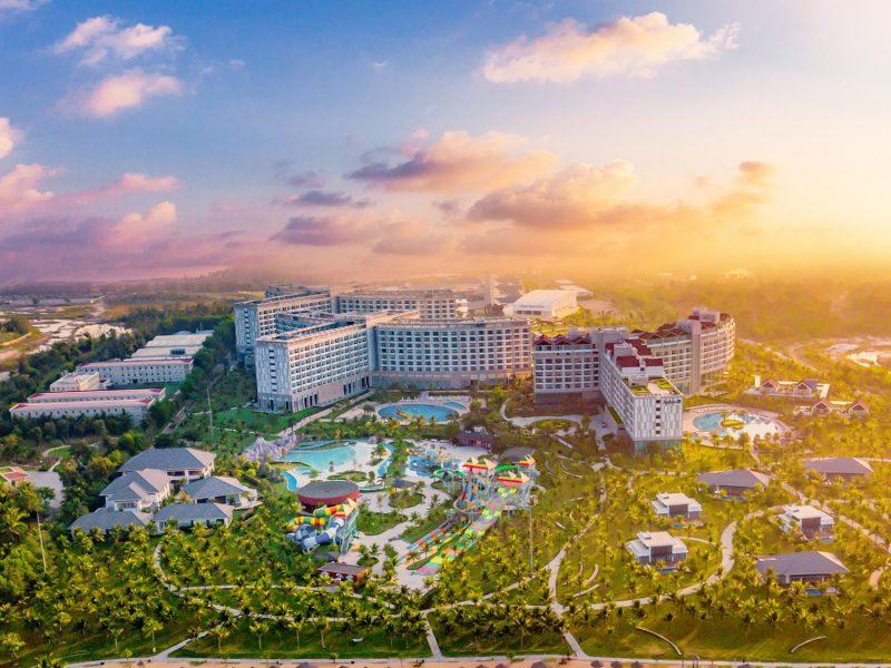 Khách sạn VinOasis & Radisson Blu