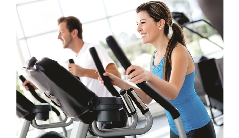 Phòng tập gym hiện đại với máy móc đầy đủ