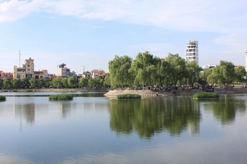 Hồ Đền Lừ là không gian giúp cư dân chung cư K35 Tân Mai tận hưởng không gian thoáng mát